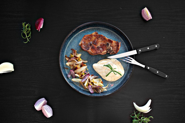 LCHF: nakkekotelett med smørstekt løk og blomkålmos!